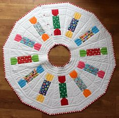 Christmas Cracker Tree Skirt (class project) | Blogged: just… | Flickr Christmas Sewing, Christmas Tree, Christmas Crackers, Class Projects, Tree Skirts, Sewing Tutorials, Quilts, Holiday Decor, Pattern