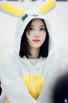 aw look how cute nayeon is qotd; twice bias? K Pop, Kpop Girl Groups, Korean Girl Groups, Kpop Girls, Tzuyu And Sana, Signal Twice, Chaeyoung Twice, Twice Once, Nayeon Twice