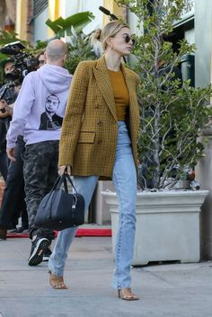 Skinny Jeans For Teens . Skinny Jeans For Teens Looks Street Style, Model Street Style, Casual Street Style, Looks Style, European Street Style, Estilo Hailey Baldwin, Hailey Baldwin Style, Outfit Essentials, Celebrity Style Casual