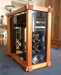 custom pc rigs - Reminds me of a small antique building. Just add old school gargoyles to the corners and all set! Wood Computer Case, Custom Computer Case, Custom Computers, Computer Setup, Office Setup, Desk Setup, Gaming Setup, Gaming Pc Build, Computer Build