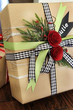 Made By Katy: Fun Gift Wrapping and Tag Ideas Elegant Gift Wrapping, Creative Gift Wrapping, Present Wrapping, Creative Gifts, Wrapping Ideas, Christmas Gift Wrapping, Christmas Crafts, Gift Wraping, Homemade Ornaments