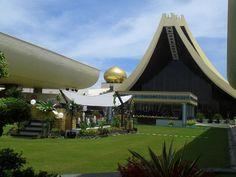 Istana Nurul Iman, Official residence in Brunei, Bandar Seri Begawan, Brunei Filipino Architecture, Philippine Architecture, Architecture Design, Sultan Palace, Brunei Travel, Empire Hotel, Bandar Seri Begawan, Royal Residence, Expensive Houses