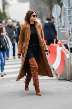 Christine Centenera shows us how to wear brown and black together #christinecentenera #christinacentenerastyle