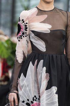 Valentino at Paris Fashion Week Fall 2018 : Valentino at Paris Fashion Week Fall 2018 - Details Runway Photos Couture Fashion, Runway Fashion, Fashion Show, Womens Fashion, Paris Fashion, Stylish Dresses, Fashion Dresses, Stylish Outfits, Couture Embroidery