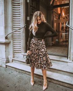 Look midi skirt - Outfits for Work Mode Outfits, Office Outfits, Chic Outfits, Summer Outfits, Fashion Outfits, Womens Fashion, Office Attire, Skirt Fashion, Casual Business Look