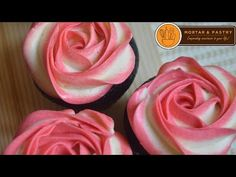 Piping a rosette buttercream with two shades looks quite complicated to make. Discover how easy you can make rosette cupcakes or a rosette cake that everybody will surely love! With tones of different colors, you can make a bouquet of sweetness for your l Buttercream Frosting For Cupcakes, Piping Frosting, Frosting Flowers, Frosting Tips, Rosette Cupcakes, Rosette Cookies, Flower Cupcakes, Cupcake Cakes, Cake Decorating Techniques
