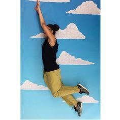 "Donne Vincenti su Instagram: """"Vitto in the sky with fashion""  #fly #sky #clouds #fantasy #donneVincenti #funny #igersforfun"""