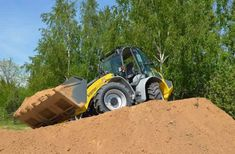 4 Pieces of Heavy Equipment That Make Building a Home Easy