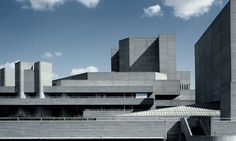 Visions of an Industrial Age // The Royal National Theatre - Sir Denys Lasdun Brutalist Buildings, Brutalist Design, Modern Buildings, Beautiful Buildings, Theatre Architecture, Commercial Architecture, Interior Architecture, Bauhaus Building, Modern Castle