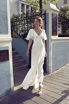 white evening dress Getting married party dress new ball gowns v-neck prom dress - Hochzeits- und Brautmode V Neck Prom Dresses, Bridal Dresses, Wedding Gowns, Party Wedding, Wedding Bridesmaids, Wedding Summer, Wedding Blue, Wedding Dinner Dress, Wedding Reception