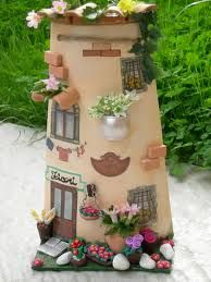 Risultati immagini per tejas decoradas cocinas Clay Fairy House, Fairy Houses, Bottle House, Roof Tiles, Fairy Doors, Diy Clay, Cold Porcelain, Dollhouse Furniture, Clay Art