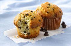 I muffin al cioccolato e cocco sono una ricetta per realizzare dei dolci per i celiaci, completamente privi di glutine.
