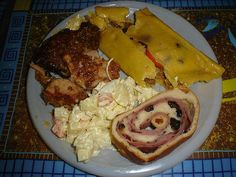 Plato Navideño: Hallaca, Pernil de Cerdo, Pan de Jamón y Ensalada de Gallina o Pollo