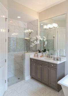 Beautiful bathroom with walk in shower 3 Modern Small Bathroom Ideas - Great Bathroom Renovation Ide Bad Inspiration, Bathroom Inspiration, Staining Cabinets, Bathroom Renos, Bathroom Remodeling, Remodeling Ideas, Shower Bathroom, Bathroom Small, Remodel Bathroom