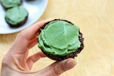 Raw Chocolate Cupcakes w/ tasty Spirulina Frosting