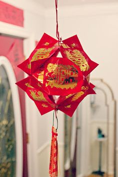 Marie's Pastiche: Lantern Festival - Lantern Tutorial {Part 3 of 3} lanterns make from red envelopes--lai see or hong bao