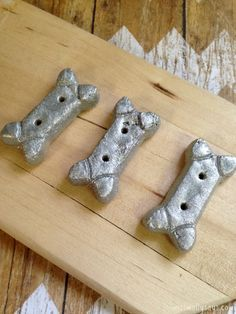 DIY Silver-Dog-Biscuit-Christmas-Tree-Ornament with spray paint & hot glue