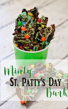 Easy + delicious Minty St Patrick's Day Chocolate Bark @pinkcakeplate #StPatricksDay