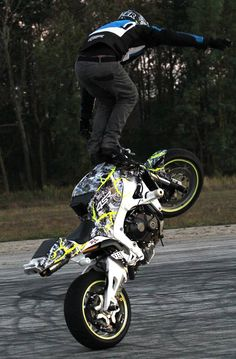 White Lighting CBR600 stunt bike