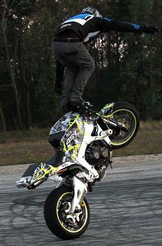 White Lighting CBR600 stunt bike