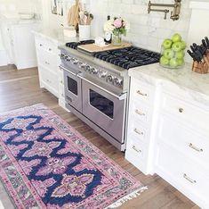 Dee: Kitchen /// Rug and decor Kitchen Interior, New Kitchen, Kitchen Design, Kitchen Rug, Vintage Kitchen, Kitchen Ideas, Kitchen Decor, Home Luxury, Art Deco