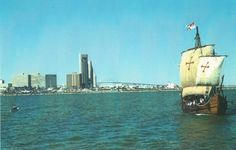 no that is not photoshopped; it is the nina sailing in the corpus christi bay.