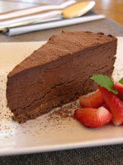 ΔΡΙΣΚΑΣ τουρτα σοκολατα  Για το παντεσπάνι: 200 γραμ. κουβερτούρα 6 αβγά 1 φλ. ζάχαρη ½ φλ. αλεύρι 1 βανίλια σκόνη Για την κρέμα: 2 φλ. φυτική κρέμα γάλακτος 200 γραμ. κουβερτούρα 2 σφηνάκια ρούμι κακάο για την επιφάνεια