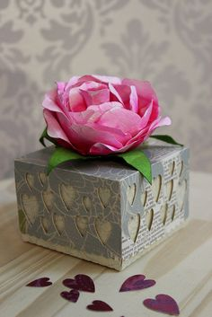 free DIY 3D studio cut files for mothers day boxes with hearts and large peony or rose---Box love mae (light blue)