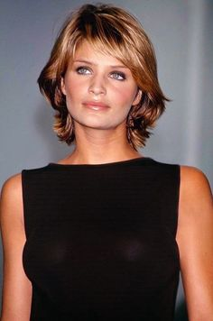Helena Christensen for Michael Kors Fall/Winter Short Hair With Bangs, Short Hair With Layers, Short Hair Cuts, Thick Hair, Short Shag Hairstyles, Hairstyles With Bangs, Haircuts, Medium Hair Styles, Short Hair Styles