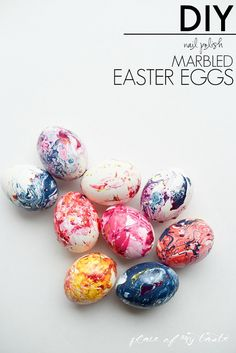 DIY marbled Easter eggs would be fun for your Easter egg hunt. Easter Projects, Easter Crafts, Holiday Crafts, Diy Nail Polish, Diy Nails, Creative Crafts, Diy Crafts, Diy Easter Decorations, Easter Celebration