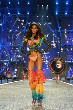 See Every Runway Look From the 2016 Victoria's Secret Fashion Show