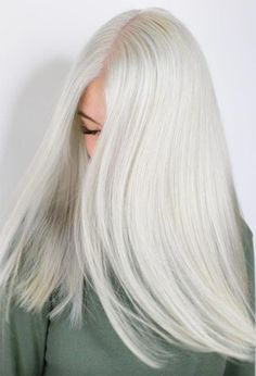 Find 59 examples of platinum blonde hair color shades to rock, as well as the best platinum hair dye kits to achieve the perfect icy hair at home! Blonde Hair Colour Shades, Platinum Blonde Hair Color, White Blonde Hair, Bleach Blonde Hair, Dyed Blonde Hair, Icy Blonde, Silver Platinum Hair, Bleached Hair, Hair Inspiration
