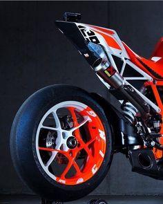 @ktm_official ➖➖➖➖➖➖➖➖➖➖➖➖➖➖➖ #2wheelslovers #Motorcycle #instamotogallery #ducati #bikelife #moto #motogp #sportbike #superbike #instamotorcycle #instamoto #pistonaddictz #bikeswithoutlimits #sportsbikelife #r1 #honda #yamaha #kawasaki #suzuki #mvagusta #cbr600rr #r6 #s1000rr #bikenight #yzf #yamahar1 #rideout #motogp2016 #bikerchick  #harleydavidson