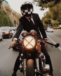 Raddestlooks: The Best Men's Fashion Outfit Collection. The inspiration that you need. Cb750 Cafe Racer, Scrambler, Cafe Racers, Ruby Helmets, Brat Cafe, Honda Cb750, Best Mens Fashion, Men's Fashion, Gentleman Style