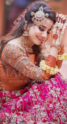 Indian Bride Photography Poses, Indian Bride Poses, Indian Wedding Poses, Indian Bridal Photos, Wedding Couple Poses Photography, Bridal Photography, Asian Bride, Bridal Poses, Bridal Photoshoot