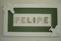 Quadro com nome de bebê, letras f undo verde forrados de tecido de algodão, laterais ovelhas também forradas com tecido combinando com o quadro. R$50,00