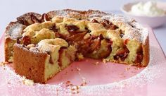 Kokos-Zwetschgen-Kuchen. Die Früchte versinken im lockeren Teig. Das Ergebnis: zum Vernaschen!