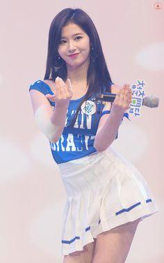Sana Kpop Girl Groups, Korean Girl Groups, Kpop Girls, Nayeon, Sana Cute, Hot Japanese Girls, Sana Momo, Sana Minatozaki, Twice Sana