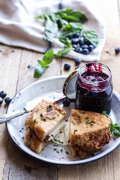 Grilled cheese and blueberry jam: miam
