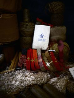 L'appartement Archives - Bracelets LOOM - Design textile by Myriam Balaÿ Loom Weaving, Hand Weaving, Diy Necklace, Jewelry Necklaces, Textiles, Weaving Projects, Woven Bracelets, Bijoux Diy, Hair Ornaments