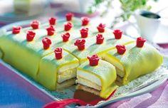 Dags för kalas? Vad passar väl bättre än att bjuda på en klassisk prinsesstårta? Den här är bakad i långpanna och räcker till många.Och bäst av allt – alla får var sin ros!