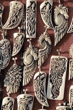 Bone and Antler carvings made by manuroArtis. FB. Demondevida Zarra