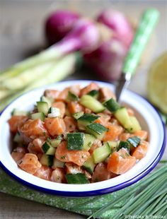 Eat Stop Eat To Loss Weight - Saumon et concombre en tartare - In Just One Day This Simple Strategy Frees You From Complicated Diet Rules - And Eliminates Rebound Weight Gain Stop Eating, Clean Eating, Healthy Eating, Salmon Tartare, Plats Healthy, Salty Foods, Fat Loss Diet, Food Inspiration, Good Food