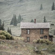 This cabin at 11k feet in southern Colorado is exactly what I need right now. Print available in the shop #rusticcabin #cabininthewoods #animasforks #lostkat #photographersofetsy #rusticdecor