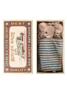 A Maileg Big Brother Mouse in Box arrives wearing denim shorts and coordinating shirt and a place to nap out fitted with a polka dot pillow and blue striped blanket. Mini 14, Picknick Set, Mickey Mouse, Giant Bunny, Ecole Art, Child Doll, Imaginative Play, Girls Accessories, Soft Fabrics