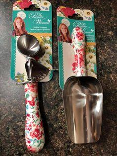 Pioneer Woman Dishes, Pioneer Woman Kitchen, Pioneer Woman Recipes, Pioneer Women, Kitchen Redo, Kitchen Stuff, Kitchen Gadgets, Luxury Kitchens, Cool Kitchens
