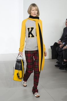 The complete Michael Kors Collection Fall 2018 Ready-to-Wear fashion show now on Vogue Runway. Autumn 2018 Trends, Trends 2018, Catwalk Fashion, Fashion Trends, High Fashion, Women's Fashion, Michael Kors Fall, Street Style 2018, Vogue