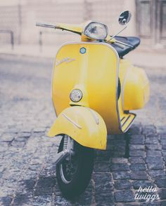 Vespa Photography, Vintage Style, Vespa Print, Boys Room Decor, Mod & Retro Style - Make it Yellow Vintage Vespa, Vintage Cars, Retro Vintage, Vintage Style, Fiat 500, Motos Vespa, Vespa Scooters, Moped Scooter, Yellow Photography