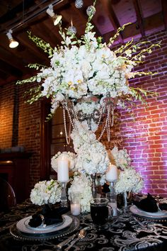 The Great Gatsby inspired this stunning centerpiece! #glamorous #weddingideas