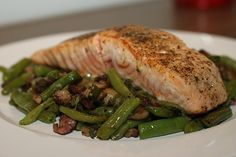Losos na másle se zelenými fazolkami se slaninou /Salmon with butter and green beans with bacon/ Bezlepkový a nízkosacharidový zdravý recept /Gluten free and low carb healthy recipe/ Snack Recipes, Dessert Recipes, Snacks, Desserts, Smoothies, Pork, Food And Drink, Turkey, Fish